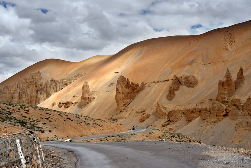 Epic scenery on the road to Ladakh, Kashmir