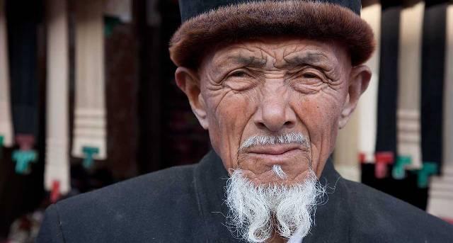 Elederly resident of Kashgar