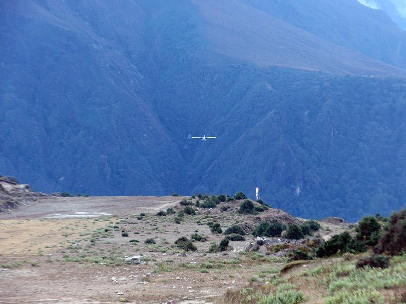 A plane landing at Syangboche airport