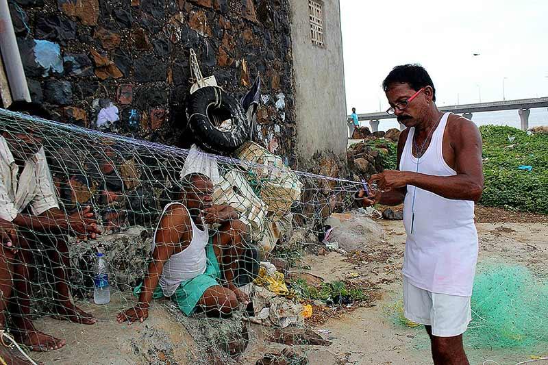 Repairing fishing nets