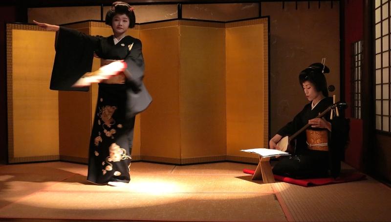 Movements of a geisha