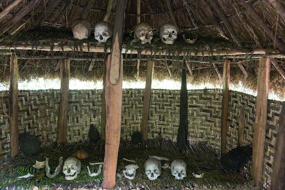 A spirit house in the Wahgi valley, decorated with skulls.
