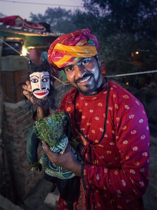 Puppeter_of_Kathputli_colony
