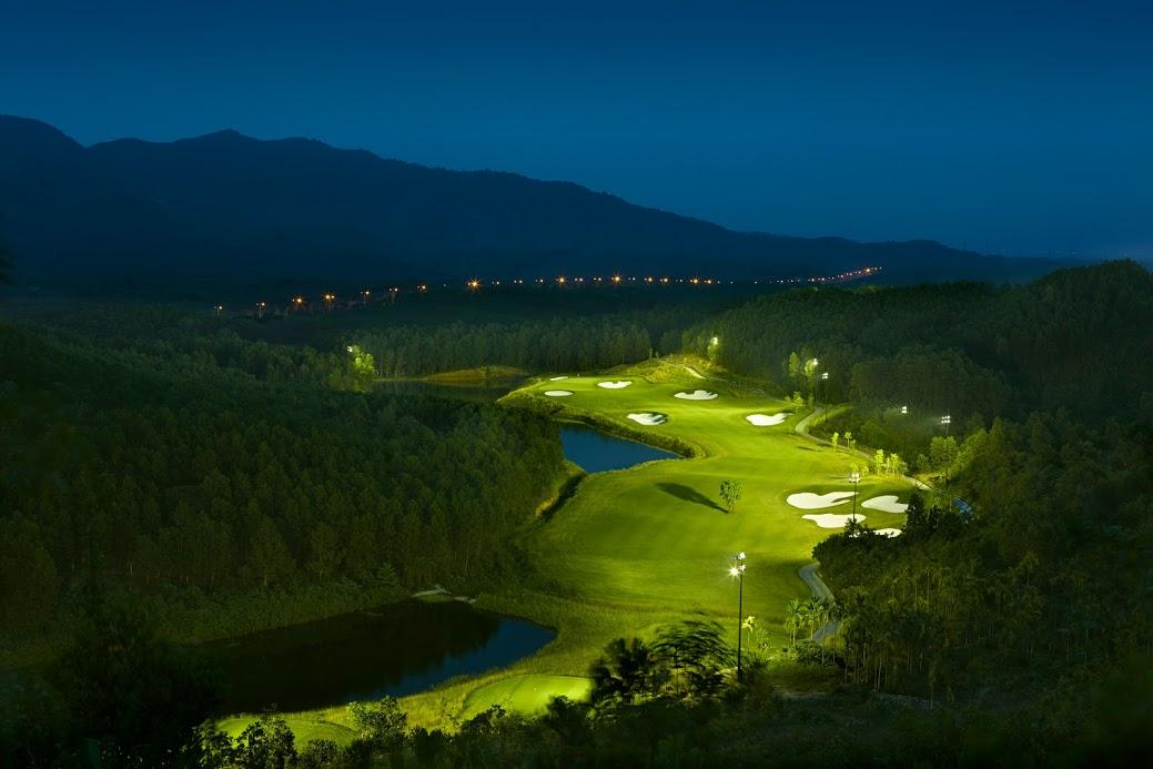 Ba-Na-Hills-Golf-Club-Hole-11-at-night-High-Res