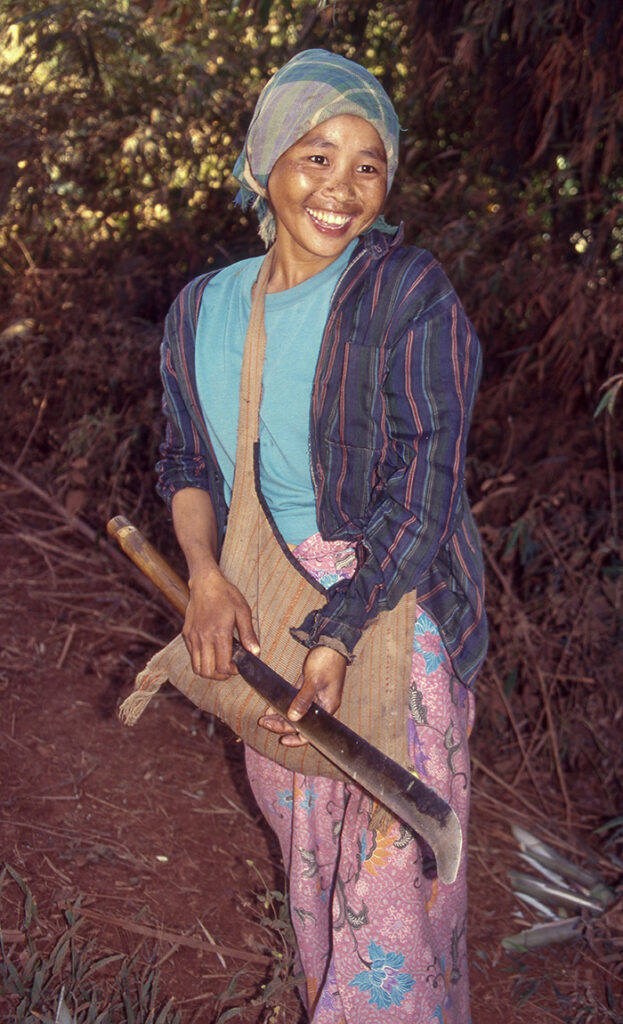 Lahu woman on the road from Tachilek.
