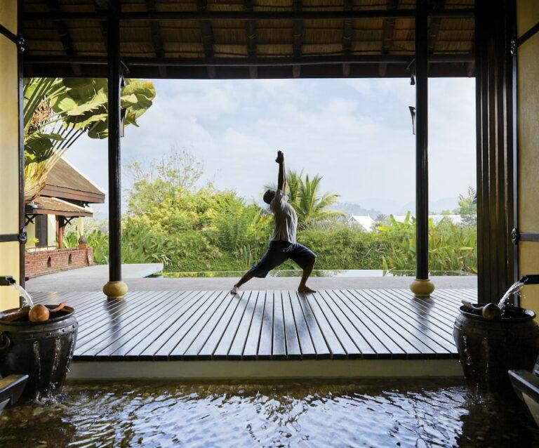 rpv-lei-activity-yoga01_960x798