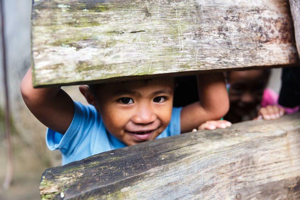 Children-during-the-trek-to-Batad