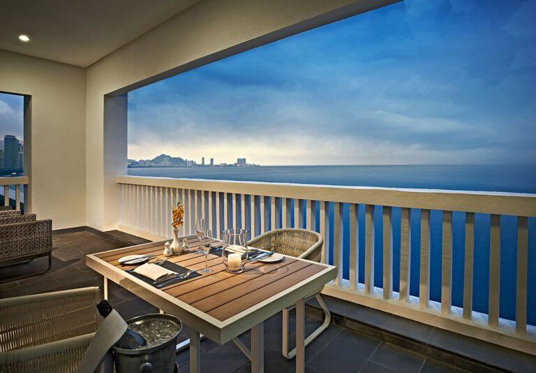 VA-Corner-Suite---balcony-sunset