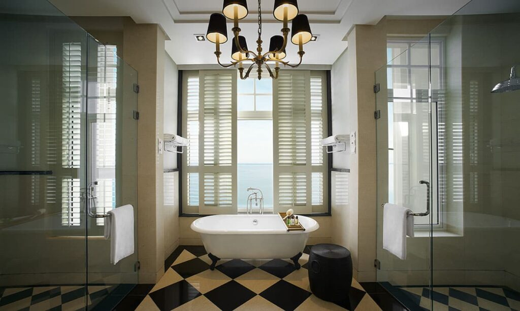 VA-Corner-Suite---bathroom-01