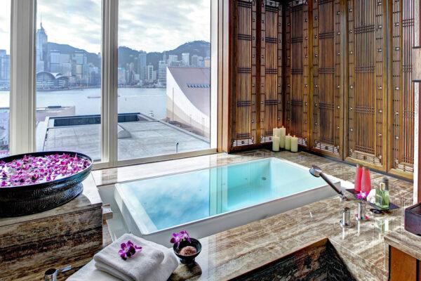 Splish Splash, Taking a Bath in 10 Luxury Hotel Bathtubs in Asia
