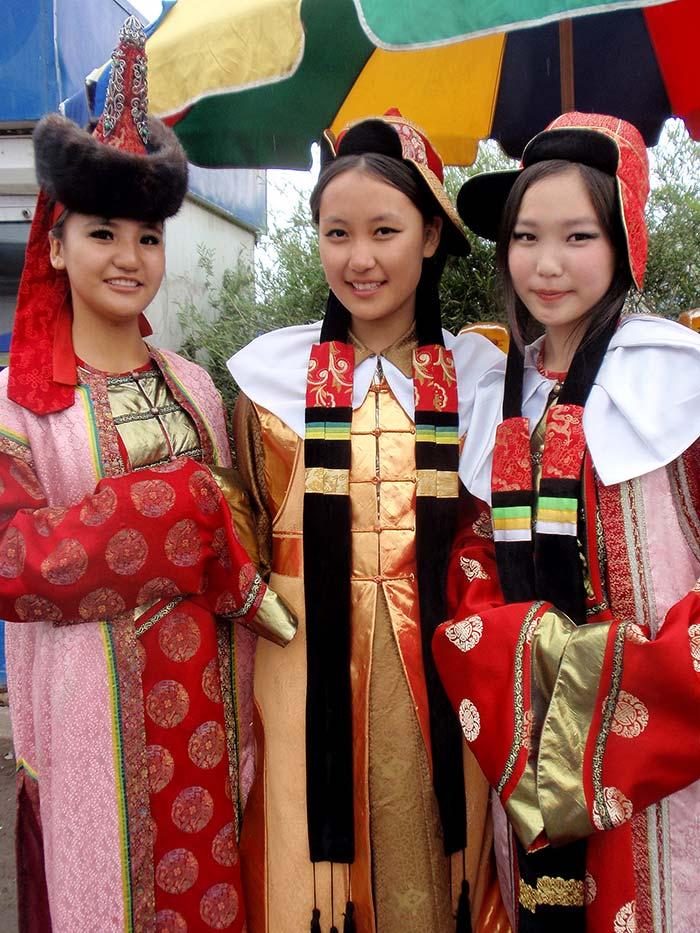 Naadam girls in Dalanzagad