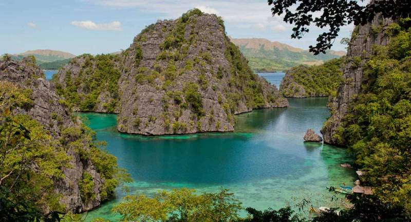 Crystal clear waters in Palawan, Philippines