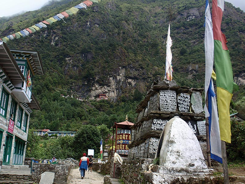 The Luka - Phakding - Monjo path.