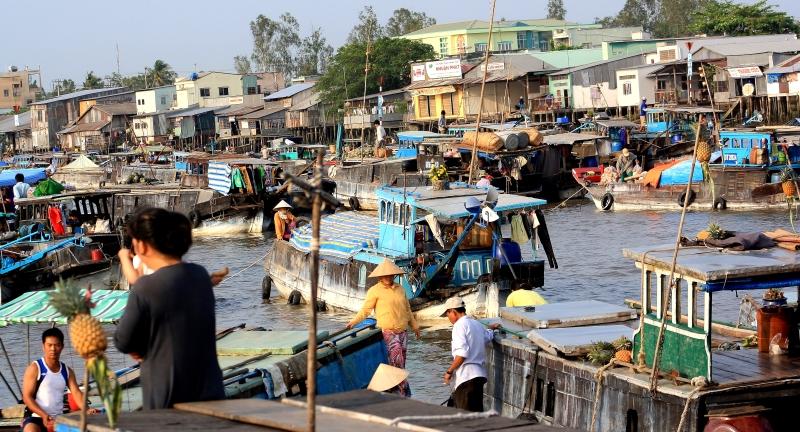 Bustling Mekong life at Can Tho, Vietnam