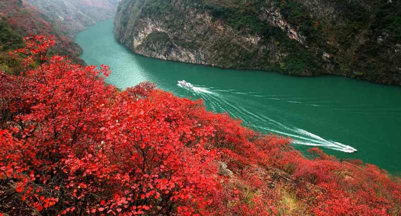 Cruising the Yangtze on the Sanctuary Yangzi Explorer