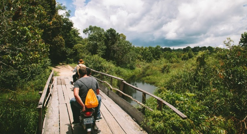 The road to Phnom Kulen