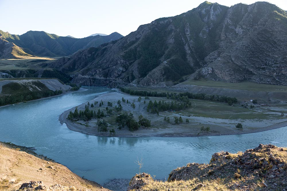 Chuy-Oozy is a beautiful spot where the Chuya and Katun rivers meet.