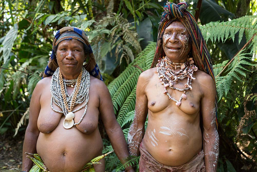 Two Kaulga women from Pogla village who came out to greet us.