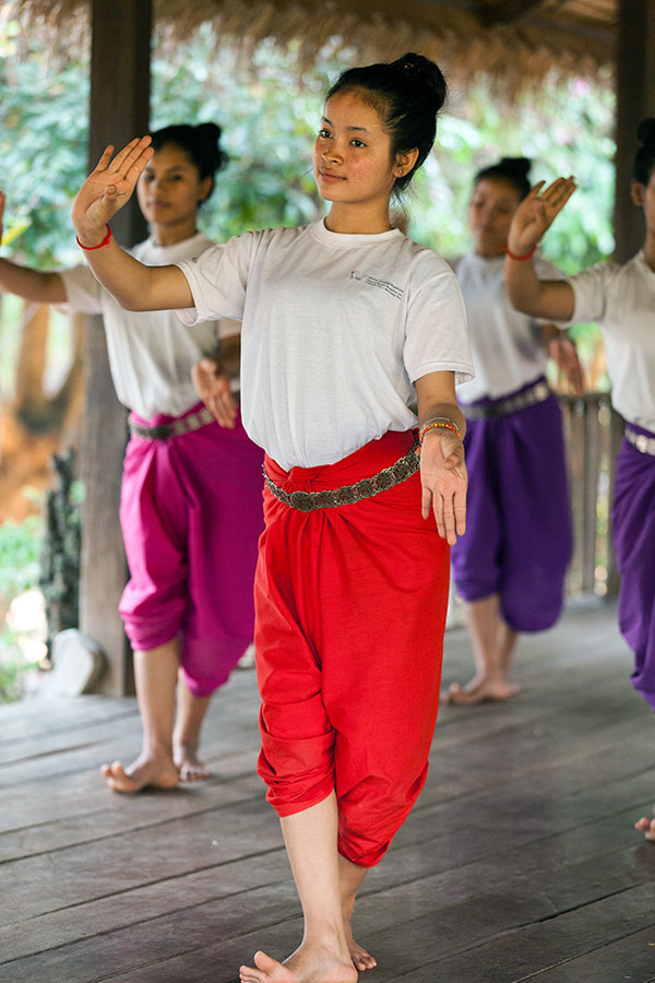Khmer practicing the dance 8