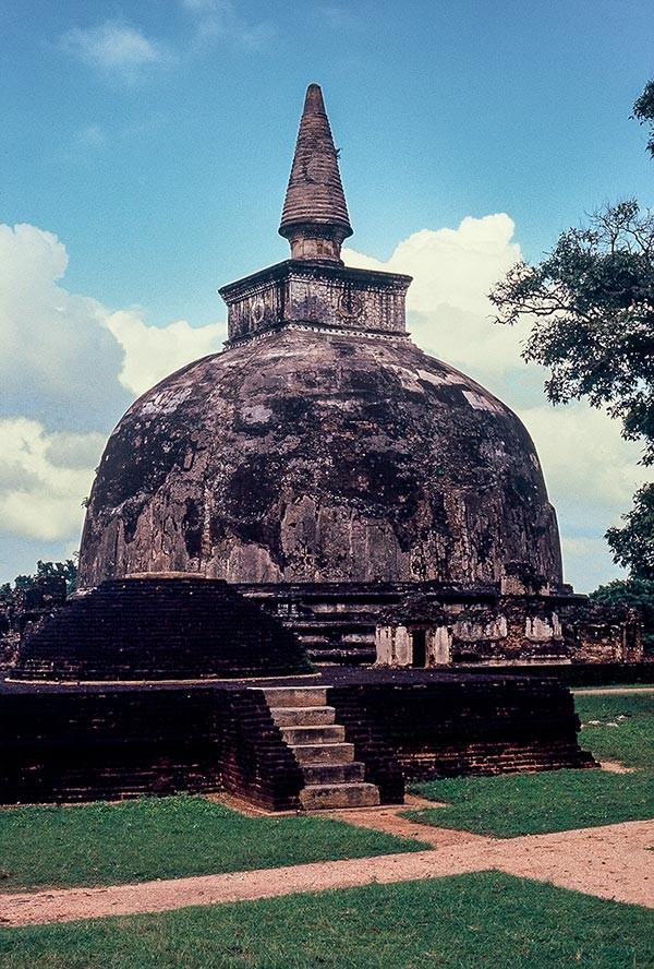 Polonnaruwa_2c-600x888