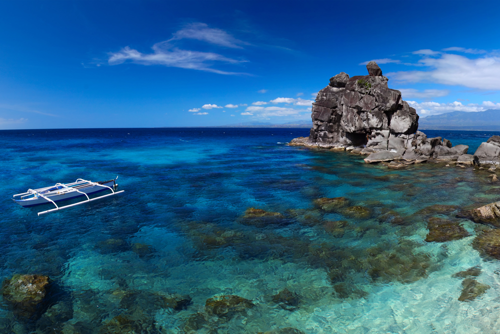 Clear tropical sea on coast of Apo island. Philippines