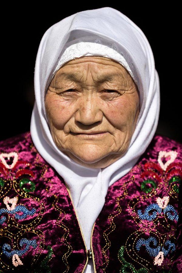 Kazakh_woman-600x900