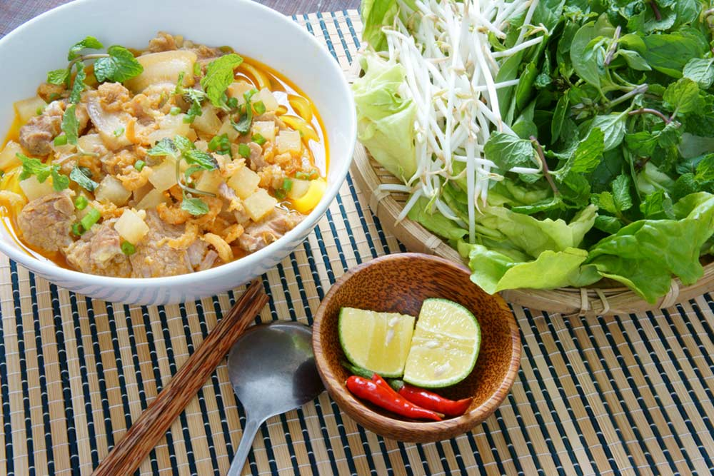 Mì Quảng noodle is famous Vietnamese food, very delicious eating