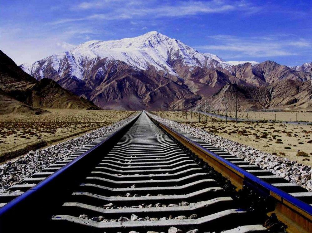 Yazhu-Peak-of-Mt-Kunlun-Nr-Golmud