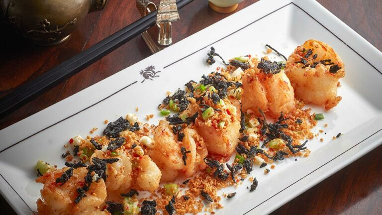 Shelter-style sauteed prawns with spicy garlic and Pu Er tea leaves 1074 (1)
