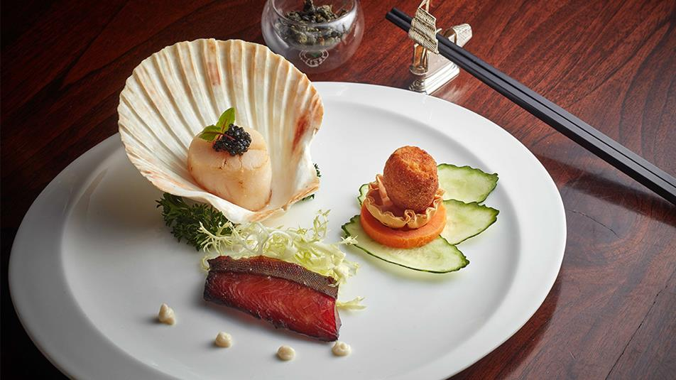 Tea Pairing - Pan-fried scallops with caviar-Pomfret fillet smoked with tea leaves-Crispy pigeon egg