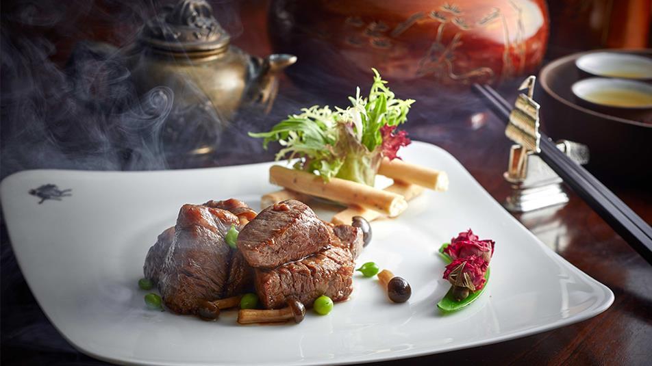 Wok-fried diced premier Korean beef fillet smoked with rose tea leave 1074