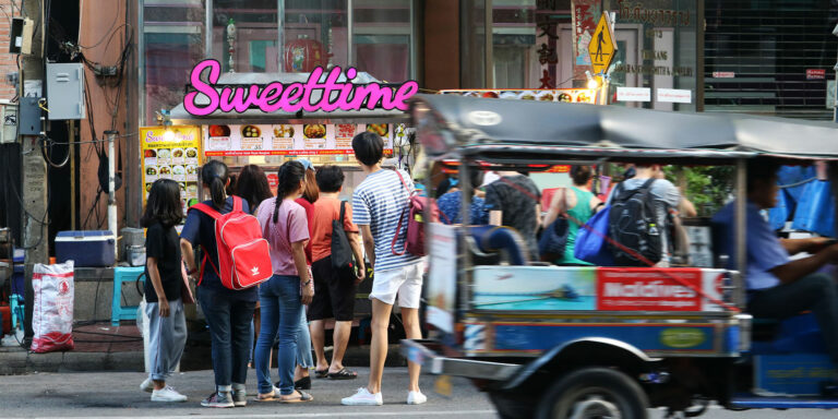 Eat Like a Local in Bangkok's Chinatown at these 6 Street Eateries
