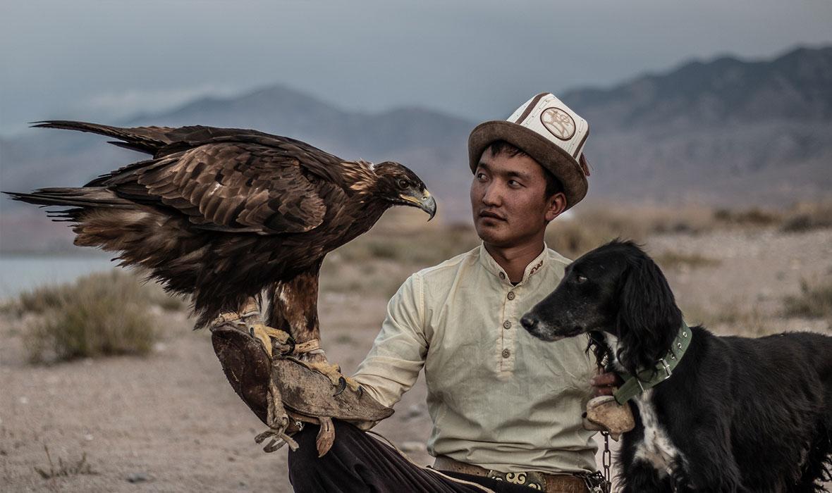 Nursultan-with-eagle-and-Taigon